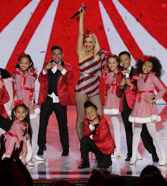Nbc Christmas Specials 2020 Gwen Stefani's Festive Fashion from Her NBC Christmas Special