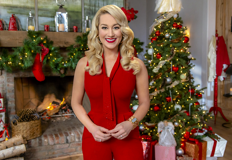 Christmas At Graceland 2018 Hallmark Poster.Kellie Pickler Hosts Hallmark S 2018 Countdown To Christmas