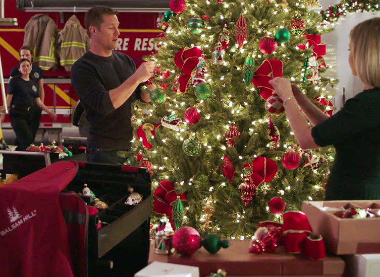 A Shoe Addicts Christmas.Decorate Your Christmas Tree Like Hallmark Channel S A Shoe