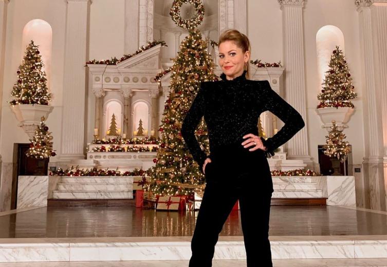 Christmas Specials 2019.Candace Cameron Bure To Host 2 Hallmark Christmas Preview