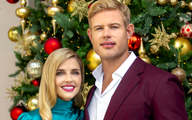 2020 Miracles Of Christmas Preview Special Jen Lilley & Trevor Donovan Are Co Hosting Hallmark's '2020