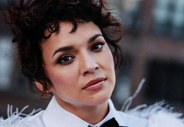 """Norah Jones to Release """"I Dream of Christmas"""" Holiday Album This Week!"""